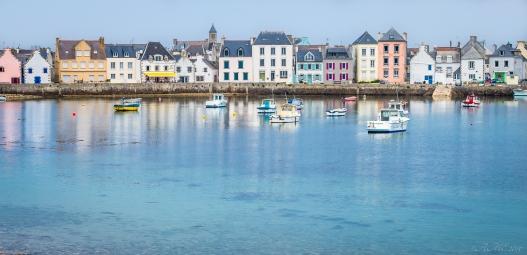 #iledeSein #quai #habitat #couleurs